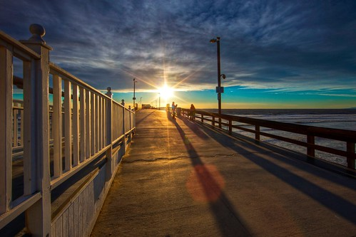 ocean california light sunset shadow sky cloud seascape beach canon fence landscape happy pier vanishingpoint perspective wideangle newportbeach orangecounty friday hff sunbursts ef14mmf28liiusm eos5dmarkii