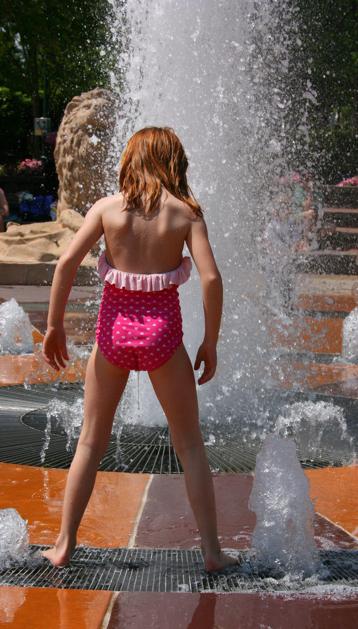 Little Girls Peeing - Bilder und Stockfotos - iStock