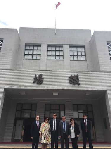Davanti al Parlamento di Taiwan   by flavagno