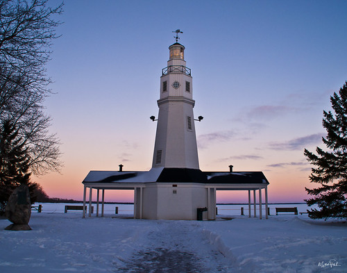 blue sunset red orange sun lighthouse snow cold ice set wisconsin lakewinnebago neenah