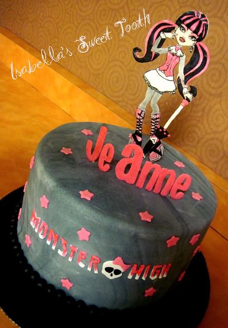 draculaura cake