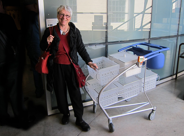 The famous IDEO shopping cart - et moi