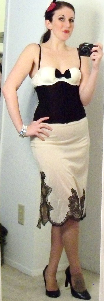 Vintage Ivory Slip Skirt Black Lace Small Vanity Fair Gold