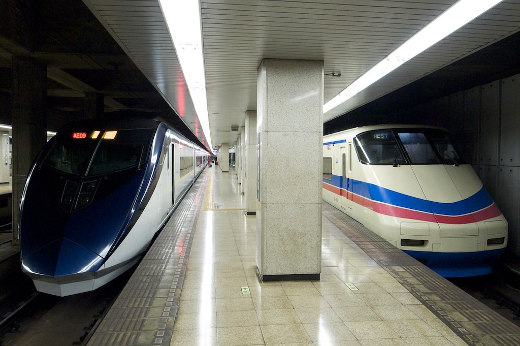2011-02-11 京成上野駅に並ぶ新旧スカイライナー