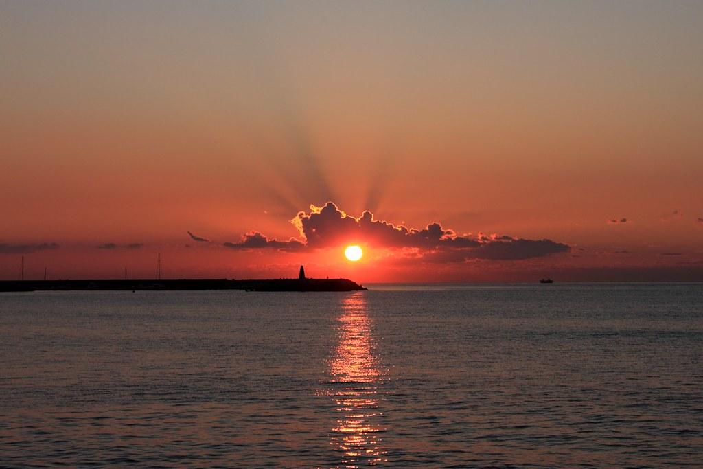 Sol Naciente | Desde la Playa de Malapesca en Benalmadena-Co… | Flickr