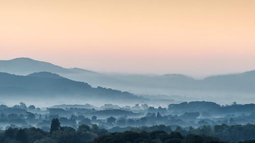 bringstycommon autumn dawn morning sunrise sunshine trees hedgerows silhoeutte colours british camp herefordshire malvernhills
