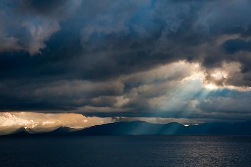 california sunset cloud mountain lake storm water night ray laketahoe roadtrip ttt teardroptrailertour