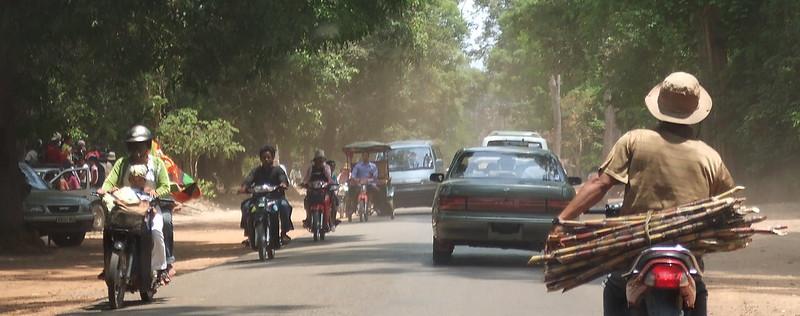 Main road at the Angkor Historic Park