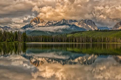stormy sunrise sunup dawn daybreak reflections sawtooths sawtoothmountain mtheyburn littleredfishlake stanley idaho
