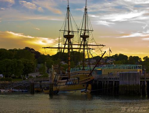 sunset tmc pier dock crowsnest mast goldenhour mayflower plymouthharbor plymouthmass vintageship vintagereplica shadowracer26