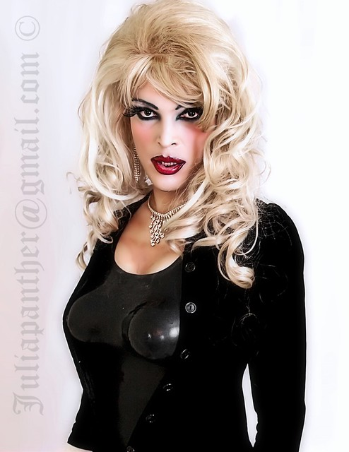 Gothic diva in latex, rubber and velvet