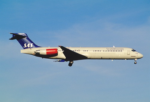 329an - Scandinavian Airlines MD-87; LN-RMP@ZRH;30.10.2004 | by Aero Icarus