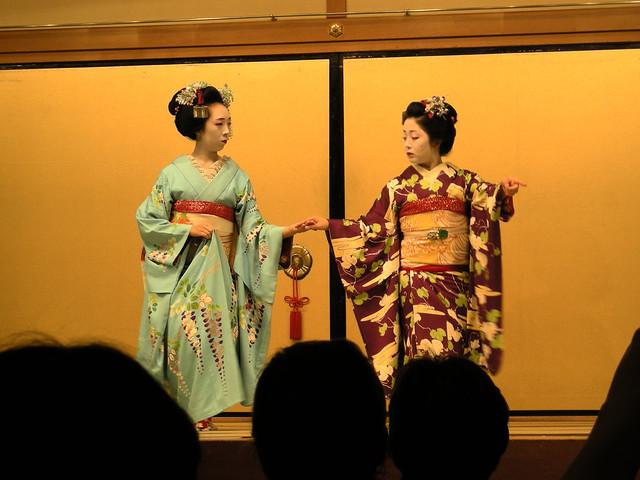 Maiko performing at Gion Corner