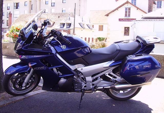 Yamaha FJR 1300 blue