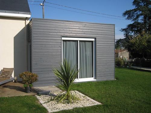 bardage en bois de couleur sur une facade de maison carque. Black Bedroom Furniture Sets. Home Design Ideas