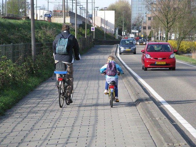 Fri, 04/08/2011 - 15:02 - Bike path alongside road