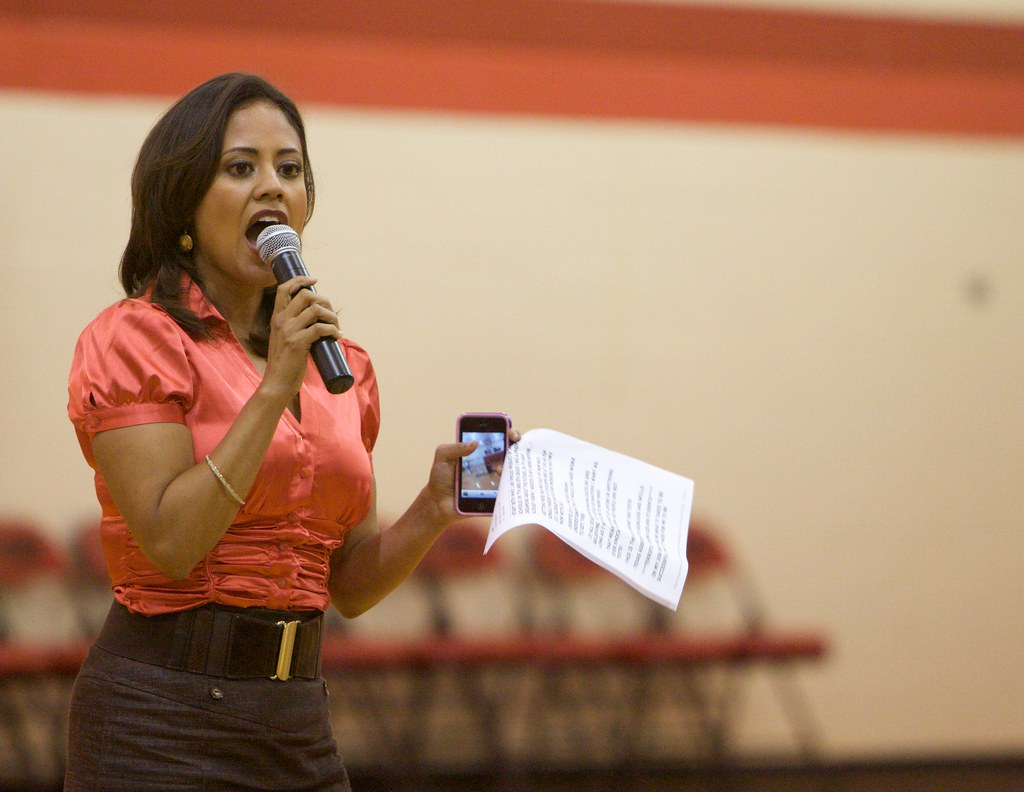 WFAA Reporter Cynthia Izaguirre Visits DeWitt Perry Middle