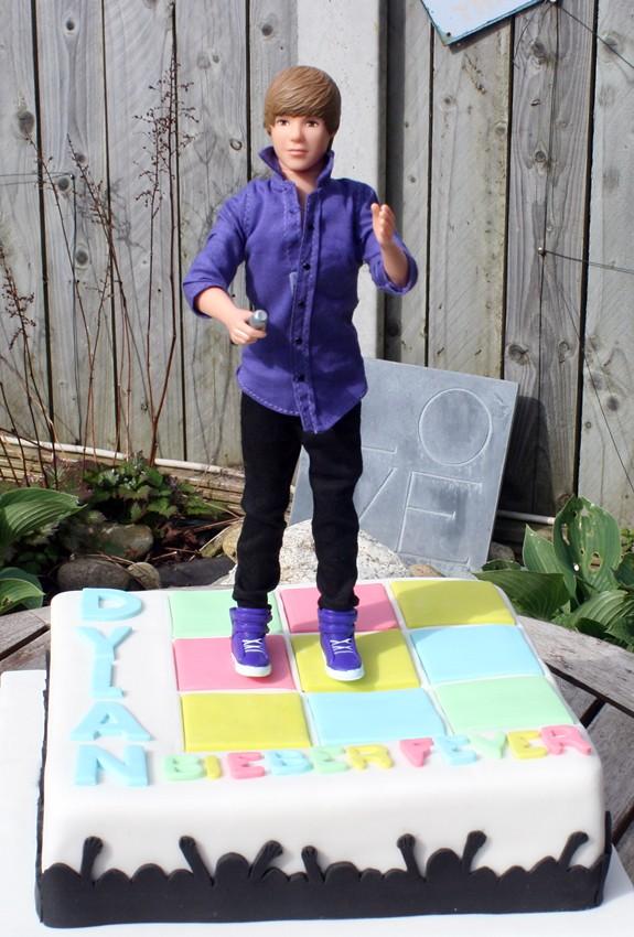 Tremendous Justin Bieber Birthday Cake Niamh G Flickr Funny Birthday Cards Online Elaedamsfinfo