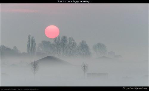 mist netherlands fog sunrise dawn noordholland nld beautifulsunrise rtl4 zonsopkomst weerfoto grosthuizen peterbijkerkeu westfrieseomringdijk 20110415a prachtigezonsopkomst