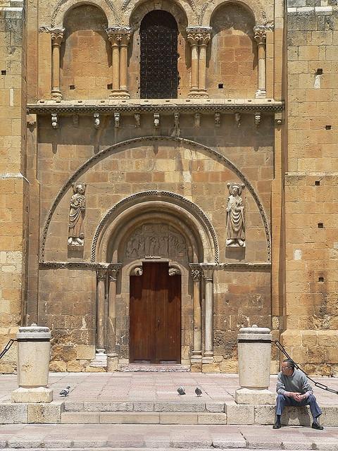León, Isidoro  Pardon doorway