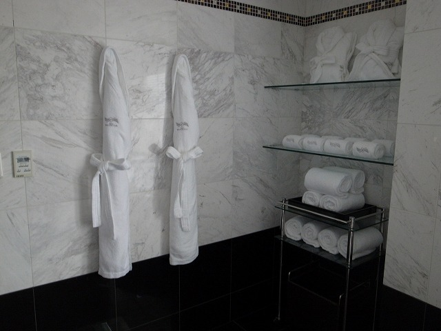 <p>バスルーム</p>