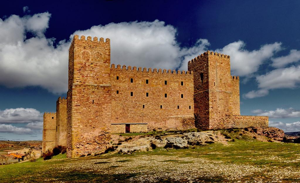 Castillo de Sigüenza   Vista trasera del castillo de Sigüenz…   Flickr