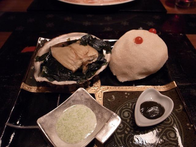 <p>g)鳴門産あわびの塩釜焼き。海苔クリームソース、肝をつけて食べたり、おいしい。</p>