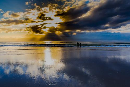 morning sand silhouette winter seashore people australia surfersparadice clouds reflection sunrays beach goldcoast sea surfersparadise queensland オーストラリア au