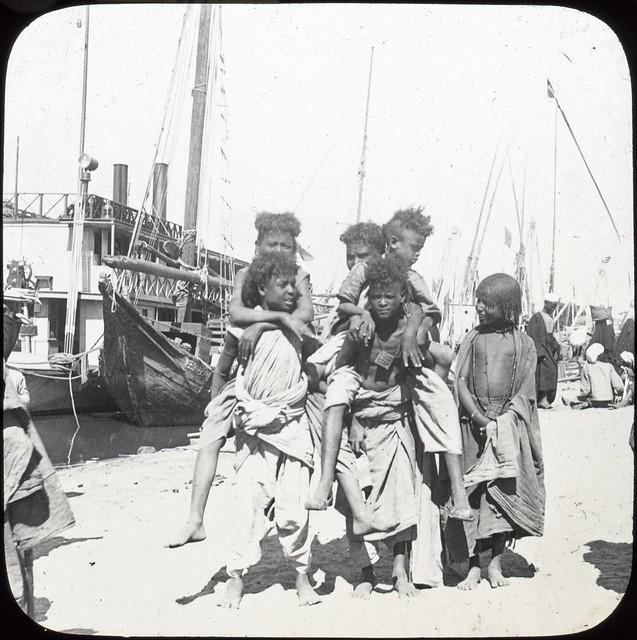 Assouan - Group of Bisheriens [Aswan, a group of Bisharin]