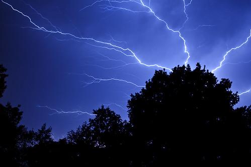 sky storm night canon indianapolis indiana bluesky nightsky lightning indianapolisindiana canon500d westernsky indianathunderstorms regionwide rebeleost1i cloudsstormssunsetssunrises pwgen