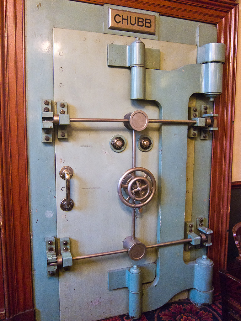 Chubb Safe Door | The Edinburgh Wetherspoons used to be a ba… | Flickr