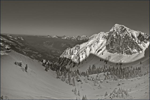 Swiss winter paradise, Paradis hivérnale suisse ,  Les Rochers de Nays . Canton of Vaud. No. 6418.