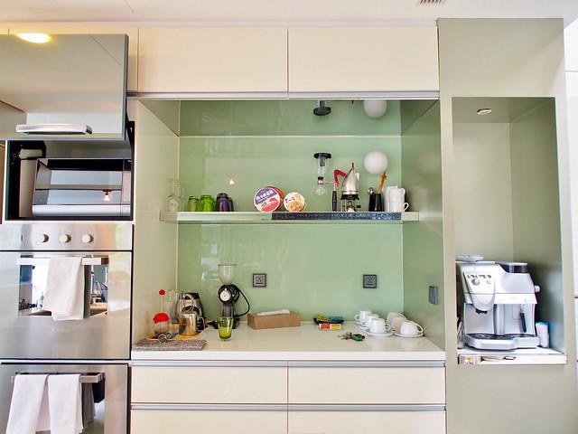 明亮的廚房,也是管家準備豐盛餐點的地方,隨時都能來杯現磨咖啡