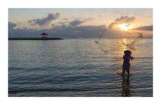 Bali : pêcheur sur la plage de Sanur | by francois.sorrentino