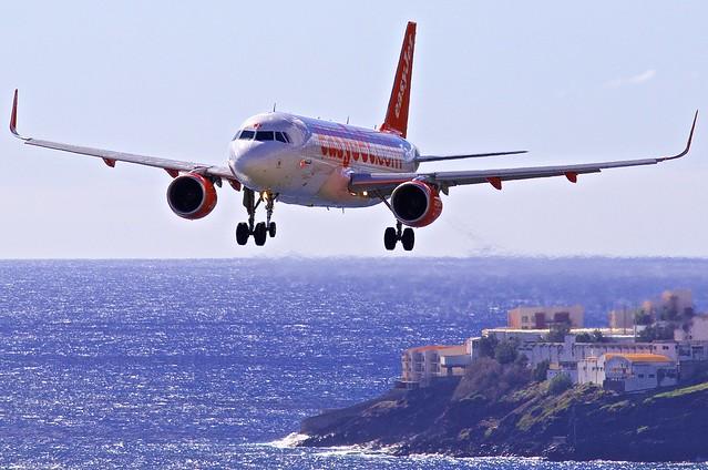 FNC/LPMA: EasyJet EZS Airbus A320-214 G-EZWV