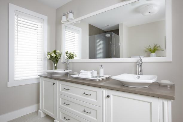 Salle de bains classique | Armoires de salle de bains de sty… | Flickr