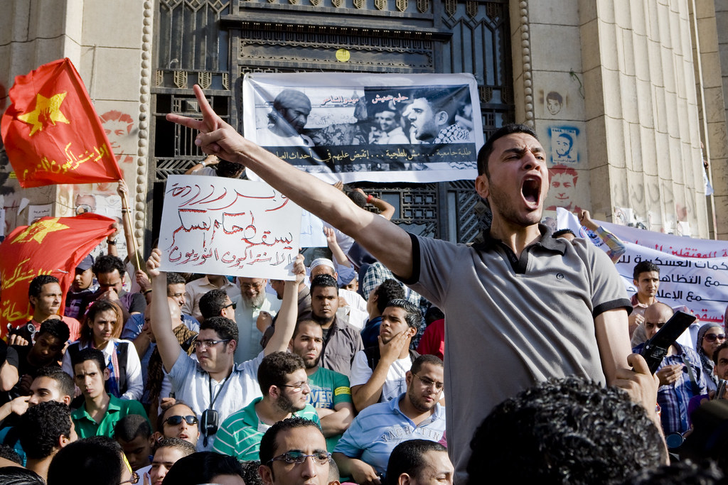 مسيرة من دار القضاء العالي إلى البرلمان للمطالبة بإطلاق سراح معتقلي إعتصام وزارة الدفاع