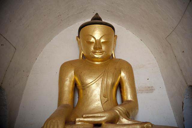 MM072 Golden Buddha - Thatbyinnyu Temple - Bagan