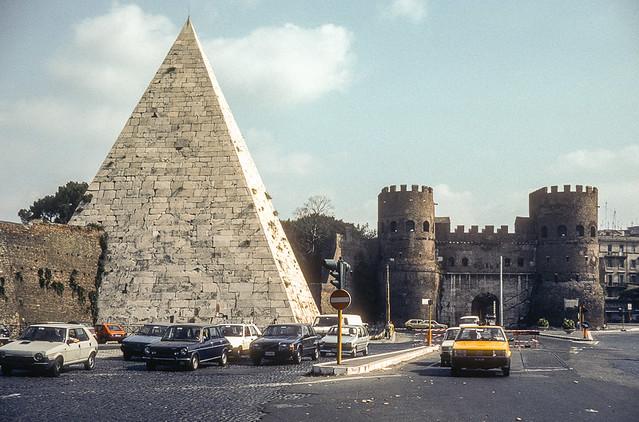 Piramide di Caio Cestio, Roma