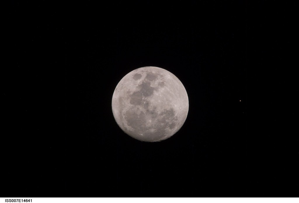 Archive: Harvest Moon From Space (NASA, International Space Station, 09/09/03)