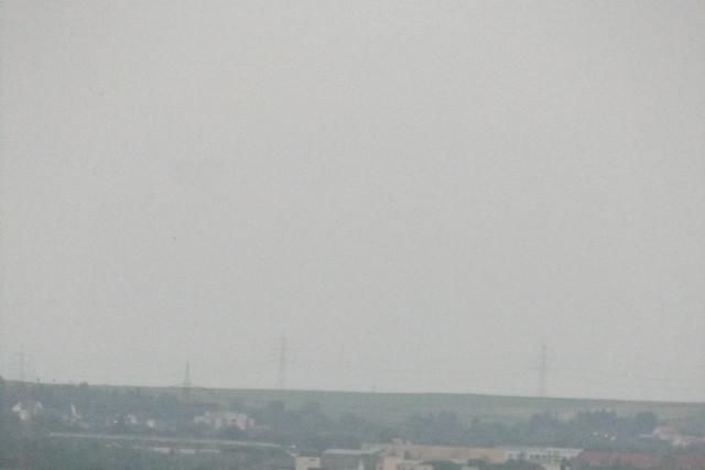 Gittersteigen;Strommasten,weit weg