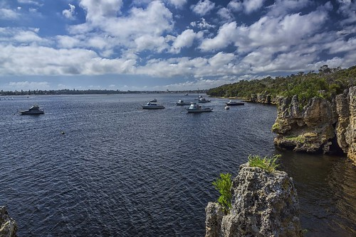 blackwallreachreserve pointwalter bicton westernaustralia perth swanriver yacht boat cloudy day