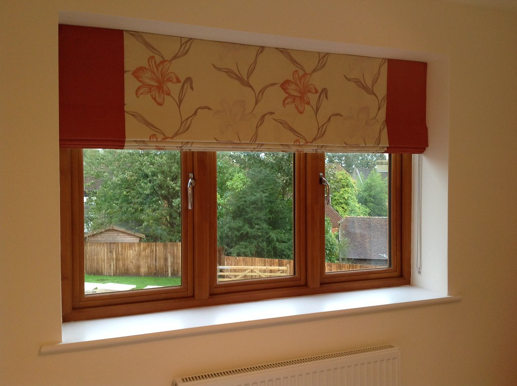 Roman blind with contrast borders
