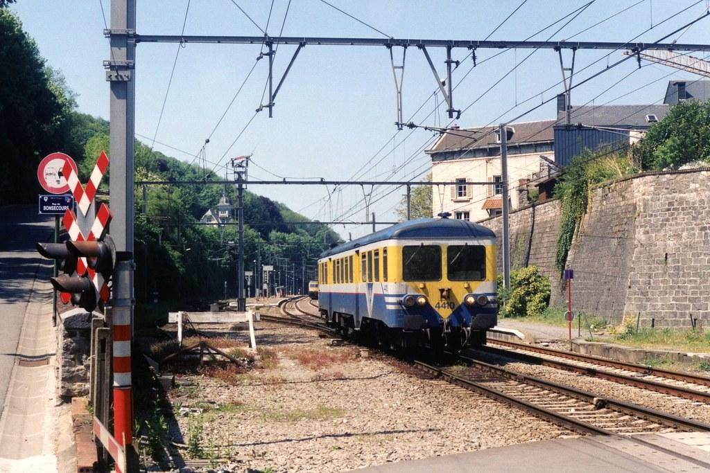 NMBS 4410 te Dinant op 20-5-2001 (SCAN)