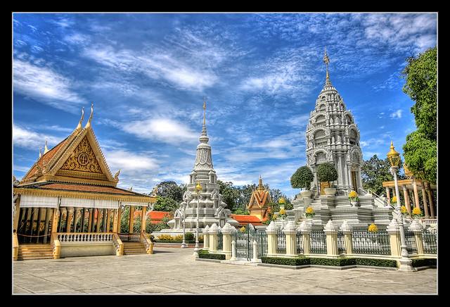 Phnom Penh K - Stupa inside the Royal Palace complex 02