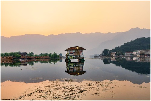 lake dallake dullake srinagar dawn morning sunrise jammykashmir india quiet peaceful still canon 7d shack tea coffee icecream milestoneenterprisein milestoneenterprise