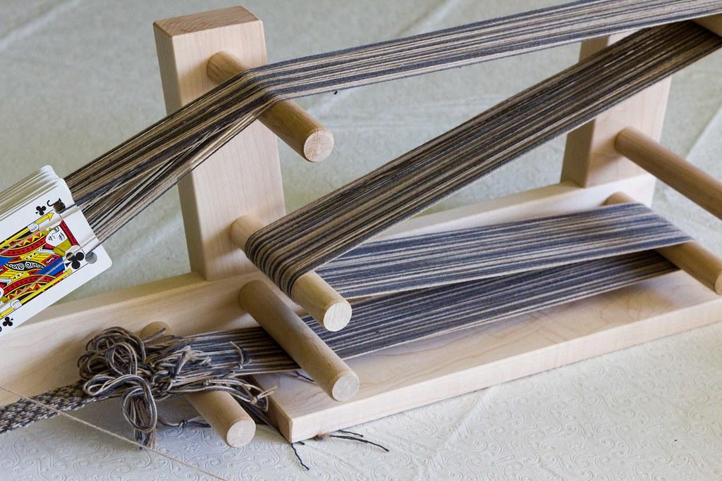 Tablet weaving on an Inkle loom | Blog post | bogiebogie