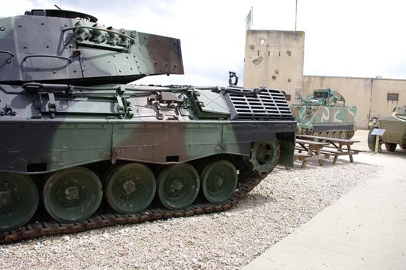 Leopard 1A1 (2)