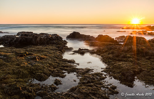 ocean sun water sunrise rocks australia coastal filter nsw newsouthwales sunburst rays nd6 yuraygirnationalpark diggerscamp sonynex6