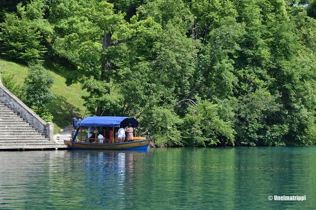 Turistivene laiturissa Bledjärvellä